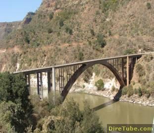 Horrific Car Accident on Renaissance Bridge and 40 Died
