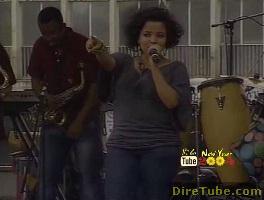 Yohana Performing Live